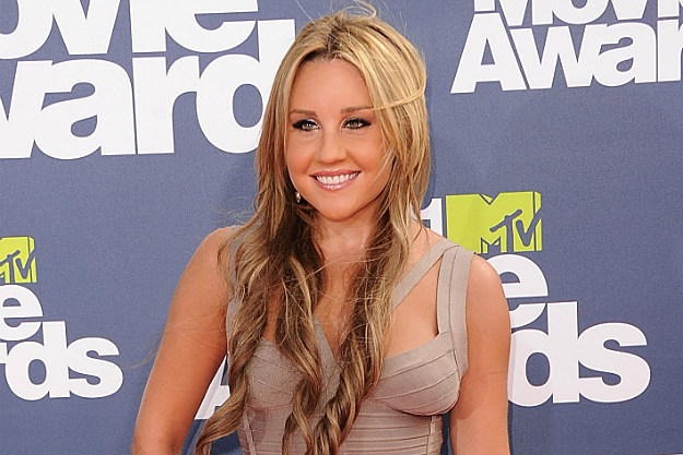 Amanda Bynes pleads not guilty to hit-and-run and DUI charges.