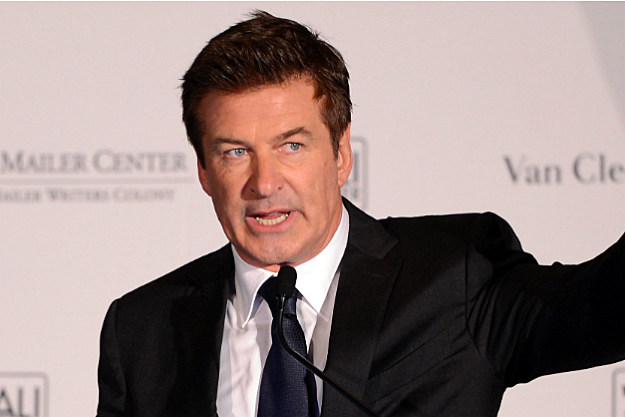 Alec Baldwin avoids prosecution for fight with photographer.