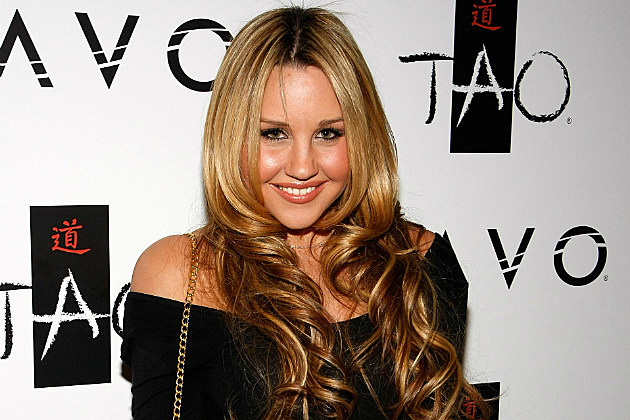 Amanda Bynes didn't wait for election results to go get her nails done.