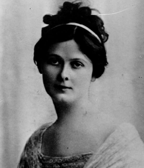 Isadora Duncan – Death by Scarf