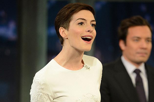 Anne Hathaway no underwear