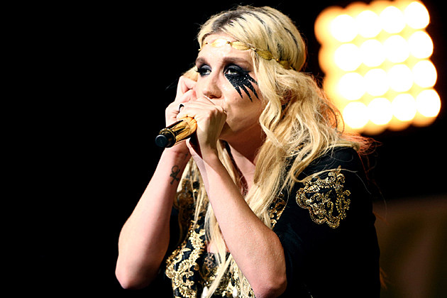 Kesha at KIIS FM's 2012 Jingle Ball