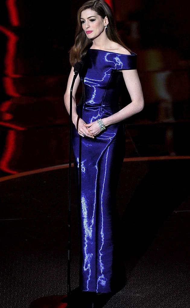 Anne Hathaway Armani Oscars 2011