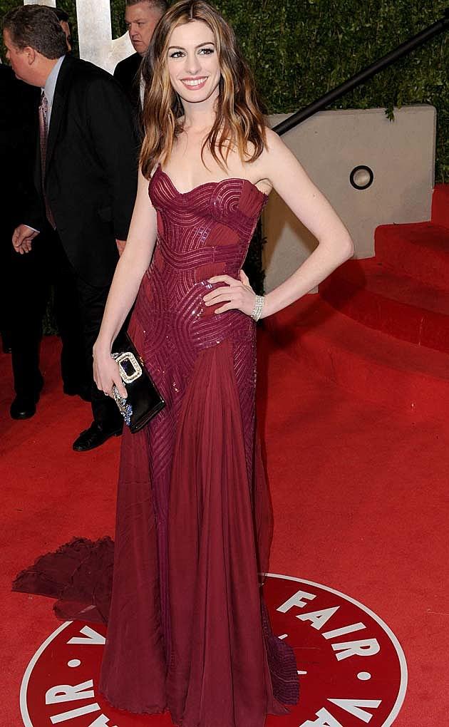 Anne Hathaway Atelier Versace Oscars