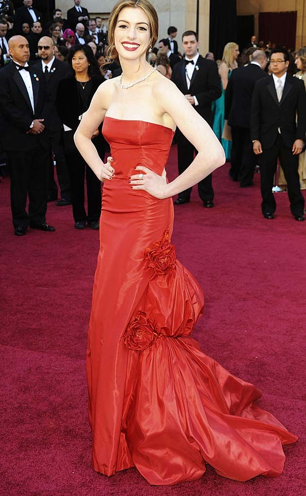 Anne Hathaway Valentino Red 2011 Oscars