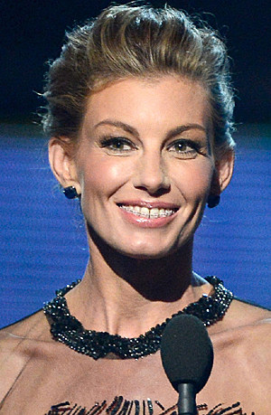 2013 Grammys Faith Hill braces