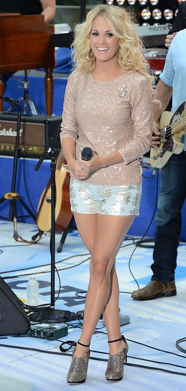 Carrie Underwood Alice + Olivia Top 7 For All Makind Shorts