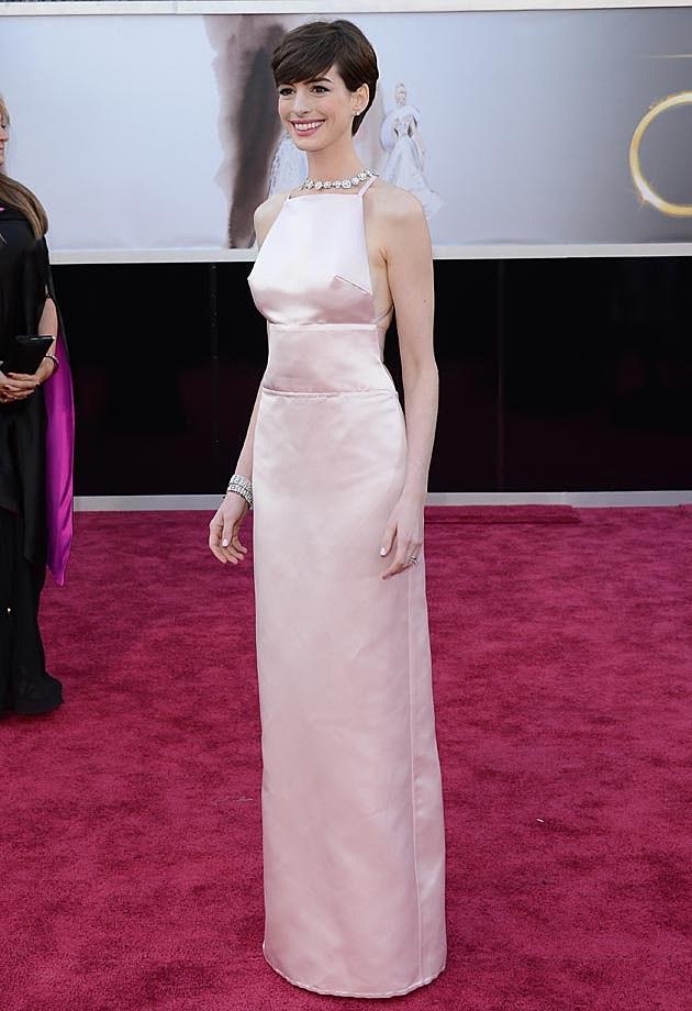 Anne Hathaway Prada Oscars