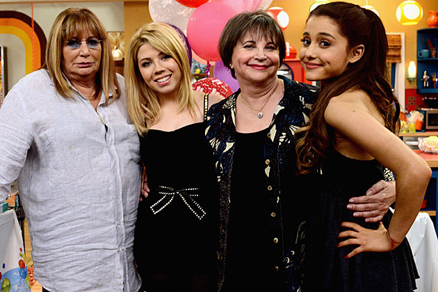 Penny Marshall and Cindy Williams make a guest appearance on Nickelodeon's Sam & Cat, starring Jennette McCurdy and Ariana Grande