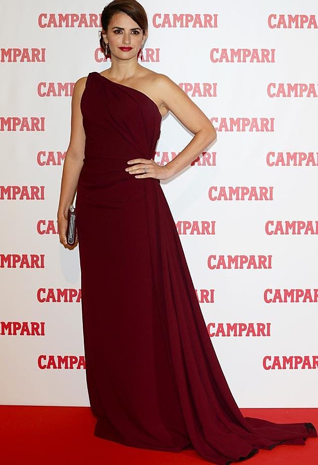 Penelope Cruz Armani Prive Maroon