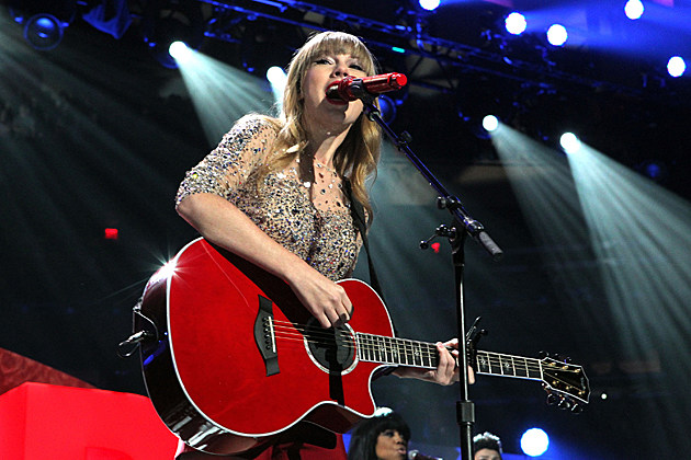 taylor-swift-red-guitar