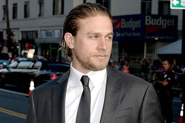 charlie hunnam sons of anarchy premiere